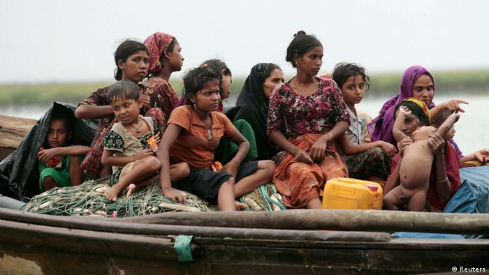 Rohingya refugees on boat