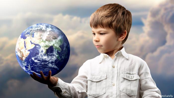 Symbolbild Zukunft Junge Erde Welt Globus Umwelt
