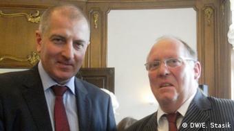 Prezydent Wrocławia Rafał Dutkiewicz (z l.) i dyrektor szkoły w Löcknitz, Gerhard Scherer