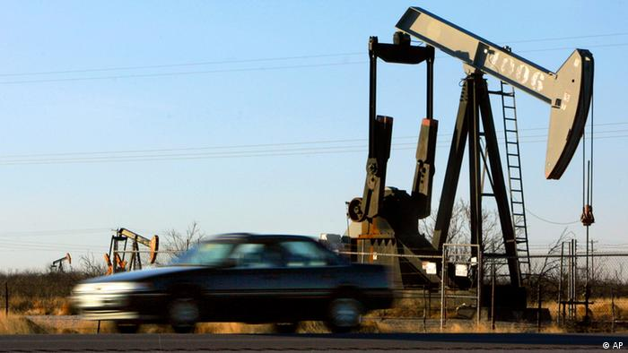 A car drives past a group of pump jacks working in an oil field, Friday, Jan. 13, 2006, near Crane, Texas. Crude-oil prices fell Wednesday, as traders took profits from a recent surge in prices over supply worries spurred by possible sanctions against Iran, OPEC's second-largest producer, and political unrest in Nigeria. (ddp images/AP Photo/Matt Slocum)