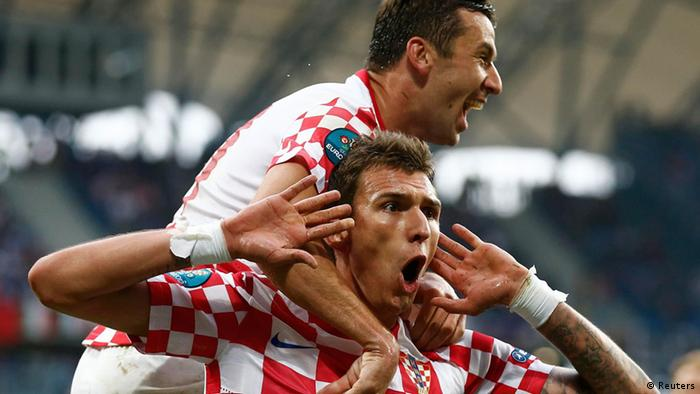 Croatia's Mario Mandzukic (bottom) celebrates with Darijo Srna after scoring a goal against Italy during their Group C Euro 2012 soccer match at the city stadium in Poznan June 14, 2012. REUTERS/Dominic Ebenbichler (POLAND - Tags: SPORT SOCCER)
