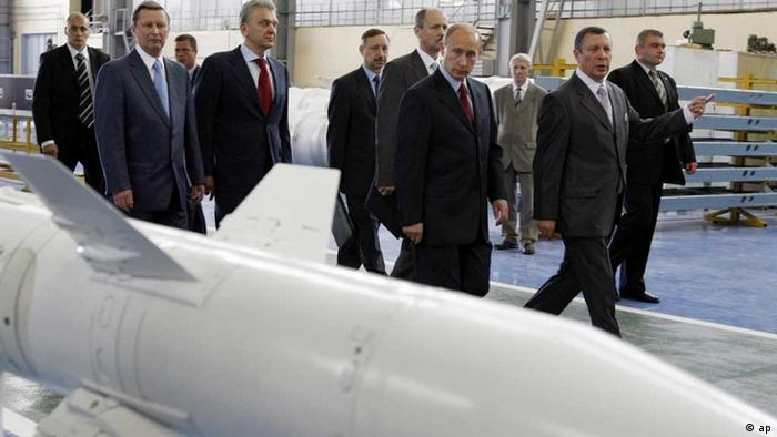 Russian Prime Minister Vladimir Putin, 4th from right, visits Almaz-Antei consortium, producing air defense weapons, Moscow, Monday, July 28, 2008. Putin visited Monday one of the biggest Russia's arms manufacturers, Almaz-Antei, which produces new S-400 missile defense system capable of shooting down ballistic missiles. The first S-400 units, were put on combat duty near Moscow in August 2007. (ddp images/AP Photo/RIA Novosti, Aleksey Nikolskyi, Pool) eingest. sc