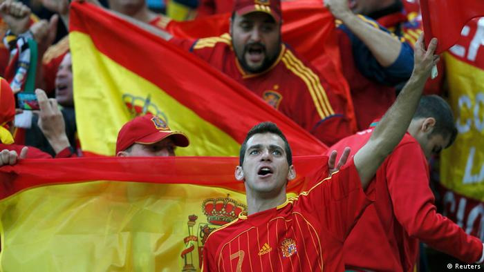 Spain's soccer fans cheer before their Group C Euro 2012 soccer match against Ireland at the PGE Arena in Gdansk, June 14, 2012. REUTERS/Pascal Lauener (POLAND - Tags: SPORT SOCCER)