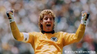 former German goalkeeper Toni Schumacher celebrating a goal for Germany in Mexico against Uruguay (1986). Foto: dpa/lnw (zu dpa 0558 vom 28.03.2012) +++(c) dpa - Bildfunk+++