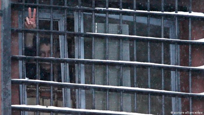Арестованный в окне минского изолятора временного заключения