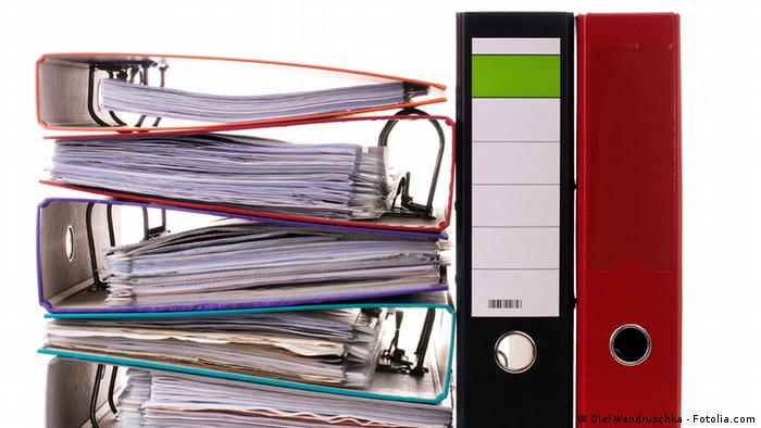Symbol photo showing ring-binder folders. Source: Olaf Wandruschka - Fotolia.com #38468187