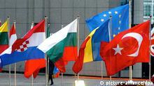 Symbolbild EU Türkei Flagge