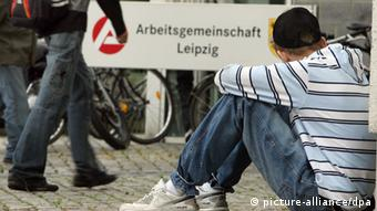 Young unemployed man in Germany +++(c) dpa - Bildfunk+++