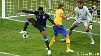 Danny Welbeck of England scores their third goal past Andreas Isaksson of Sweden during the UEFA EURO 2012 group D match between Sweden and England at The Olympic Stadium on June 15, 2012 in Kiev, Ukraine. (Photo by Martin Rose/Getty Images) - eingestellt von gri