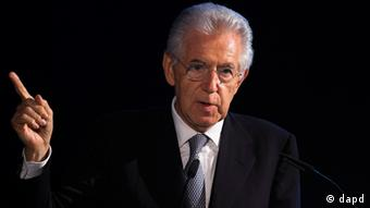 Italien Prime Minister Mario Monti delivers his speech during the awarding ceremony of the ESMT Responsible Leadership Award in Berlin, Germany, Wednesday, June 13, 2012.
