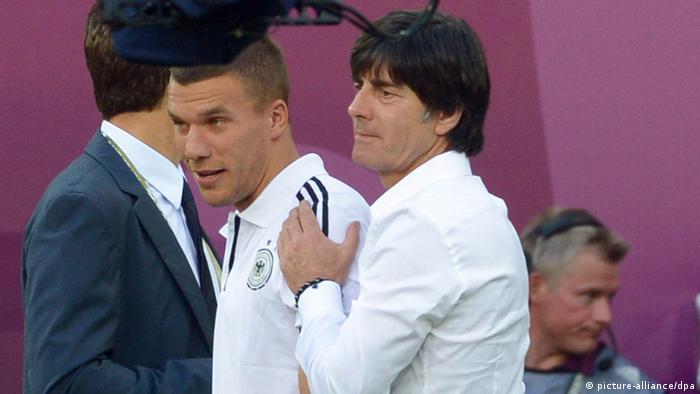 Joachim Löw e Lukas Podolski durante a Eurocopa de 2012