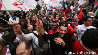 ©Francois Lafite/Wostok Press/Maxppp France, Paris 06/05/2012 Au siege du Parti Socialiste rue de Solferino, a l annonce de la victoire de Francois Hollande au second tour de l election presidentielle. People enjoy the victory of french socialist candidate Francois Hollande in France s presidential election, at the socialist party headquarter in Paris.