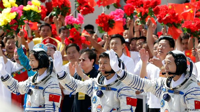 Chinese astronauts Jing Haipeng (R), Liu Wang (C) and Liu Yang, China's first female astronaut, wave during a departure ceremony at Jiuquan Satellite Launch Center, Gansu province, June 16, 2012. China will send its first woman into outer space this week, prompting a surge of national pride as the rising power takes its latest step towards putting a space station in orbit within the decade. Liu Yang, a 33-year-old fighter pilot, will join two other astronauts aboard the Shenzhou 9 spacecraft when it lifts off from a remote Gobi Desert launch site on Saturday evening. REUTERS/Jason Lee (CHINA - Tags: SCIENCE TECHNOLOGY)