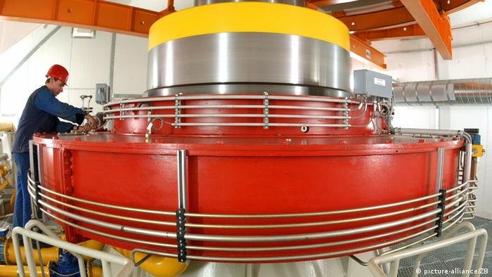 Blick auf eine Generatorwelle im Pumpspeicherwerk Goldisthal