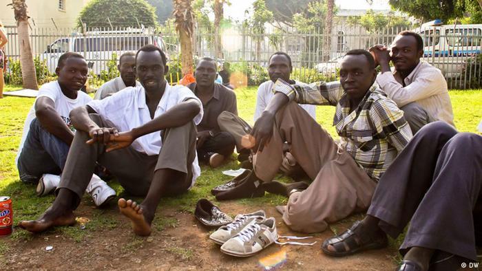 Flüchtlinge aus dem Sudan, die erst seit wenigen Tagen in Israel sind.
