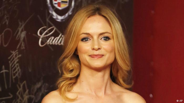 American actress Heather Graham poses on the red carpet prior to the opening ceremony of the Shanghai International Film Festival at Shanghai Grand Theater Saturday, June 16, 2012 in Shanghai. China. (Foto:Eugene Hoshiko/AP/dapd)