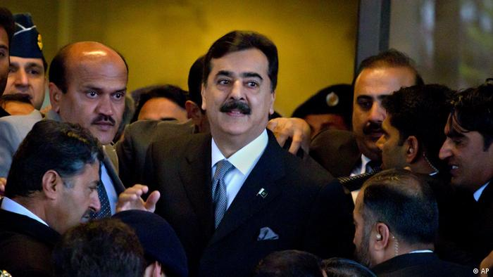 FILE - In this Feb. 13, 2012 file photo, Pakistani Prime Minister Yousuf Raza Gilani, center, is surrounded by security personnel as he arrives at Supreme Court for a hearing in Islamabad, Pakistan. (Photo:Anjum Naveed, File/AP/dapd)