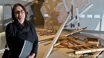 Ирина Щербакова (общество ''Мемориал'') на открытии выставки
