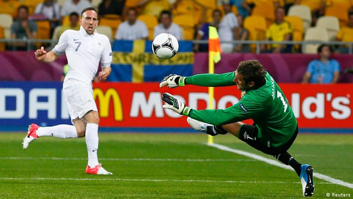 Franck Ribéry scheitert an Andreas Isaksson. (Foto: Reuters)