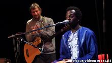 3-sam konzert3 Titel – The Refugees, Strom & Wasser Beschreibung – Dwada Nyassi, conhecido como Sam, um dos refugiados que gravou com a banda alemã Strom & Wasser e Heinz Ratz / Dwada Nyassi, known as Sam, one of the refugees who recorded a CD with the german band Strom & Wasser and Heinz Ratz Copyright – Autofocus videowerkstatt Schlagworte – Dwada Nyassi, Sam, Heinz Ratz, Strom & Wasser, music, german band, refugee Rechteeinräumung: To whom it may concern, I, Stefanie Marcus, authorize the use of the images sent to DW regarding the article about The Refugees CD release, on the Deutsche Welle website. Please note the copyright information where provided in our files/materials. Traumton RecordsStefanie MarcusGrunewaldstr. 9D-13597 Berlin0049 30 331 93 50traumton@traumton.deskype: stefaniemarcushttp://www.traumton.dehttp://www.facebook.com/traumton Zulieferer: Cristiane Vieira