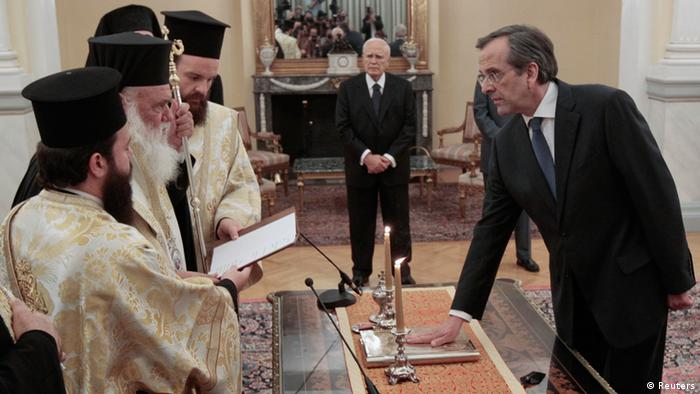 Newly appointed Greek Prime Minister Antonis Samaras (R) is sworn in as President Karolos Papoulias (C) attends the ceremony at the presidential palace in Athens June 20, 2012.