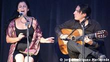 Хорхе Мерлеведе выступает с певицей фламенко