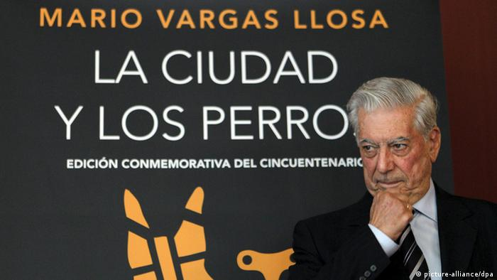 epa03274233 Peruvian writer Mario Vargas Llosa attends the launch of a commemorative edition of his novel 'La Ciudad y los Perros' (The City and the Dogs), in Madrid, Spain, 20 June 2012. The commemorative edition was released on the occassion of the book's 50th anniversary. EPA/KOTE +++(c) dpa - Bildfunk+++