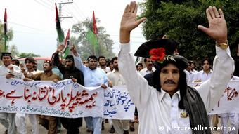 Supporters of the ruling PPP protest against former Prime Minister Gilani's ouster