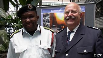 Fikiri Salla und Reinhard Paulsen in Hamburg. (Foto: Hilke Fischer)