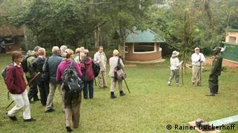 Tourists in the Bwindi Impenetrable National Park (photo: Rainer Dückerhoff)