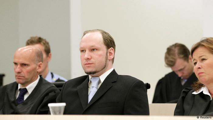 Norwegian far right mass killer Anders Behring Breivik (C), seated between his defense lawyers Geir Lippestad (L) and Vibeke Hein Baera (R), looks on before prosecutors deliver their closing arguments in a court in Oslo June 21, 2012. Prosecutors will tell a Norwegian court whether they want Breivik to go to jail or to be committed to a mental institution because he was insane when he killed 77 people in 2011. REUTERS/Berit Roald/NTB Scanpix/Pool (NORWAY - Tags: CRIME LAW)