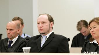 Anders Breivik durant son procès : un jeune homme ordinaire d'apparence mais qui fait le salut nazi