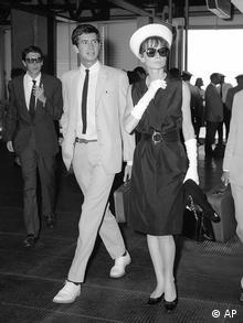 Die Schauspielerin Audrey Hepburn an der Seite von Gregory Peck