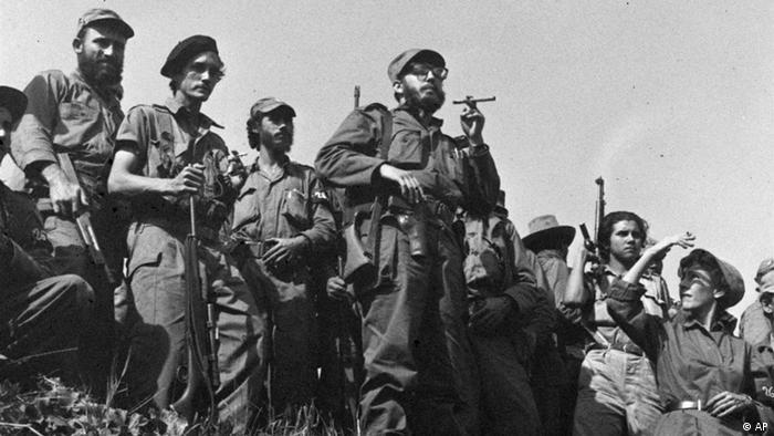 Fidel Castro e suas tropas.