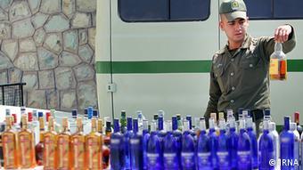 Полицията в Иран е безсилна пред контрабандата на алкохолни напитки