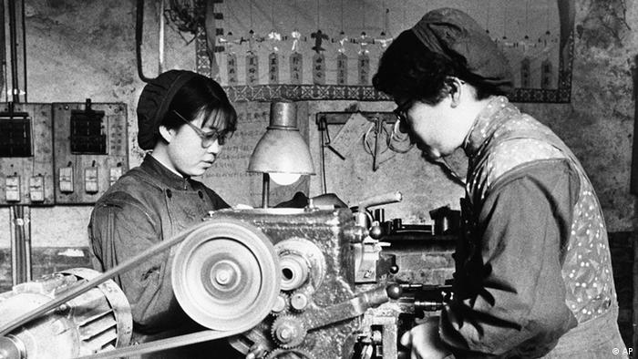 China Geschichte Großer Sprung nach vorn Stahlwerk Volkskommune
