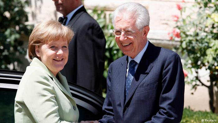 Italian Prime Minister Mario Monti (R) shakes hands with German Chancellor Angela Merkel as they arrive during a meeting at Villa Madama in Rome, June 22, 2012. REUTERS/Giampiero Sposito (ITALY - Tags: POLITICS BUSINESS)