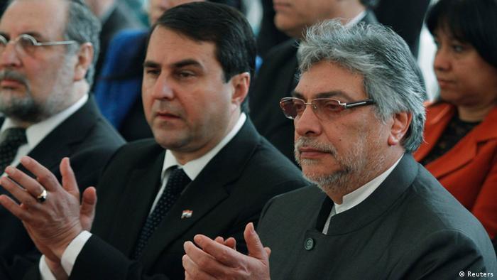 El mandatario paraguayo Fernando Lugo (der.) fue destituido en 2012 y sucedido en la presidencia por Federico Franco (izq.).