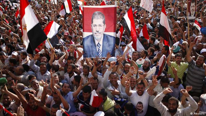 Supporters of Muslim Brotherhood's presidential candidate Mohamed Morsy celebrate his victory at the election at Tahrir Square in Cairo June 24, 2012. REUTERS/Ahmed Jadallah (EGYPT - Tags: POLITICS CIVIL UNREST RELIGION TPX IMAGES OF THE DAY)