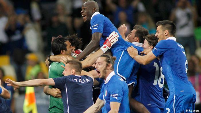 Itália vence Inglaterra nos pênaltis e pega alemães na semifinal ... cab6f38074d01