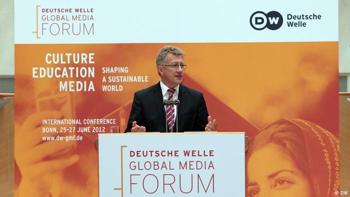 Eröffnung des Deutsche Welle Global Media Forum 2012 am 25.06.2012 durch Dr. Reinhard Hartstein, stellvertretender Intendant der Deutschen Welle, im World Conference Center Bonn