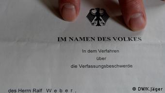 Gerichtsurteil des Bundesverfassungsgerichts. Das ehemalige DDR-Heimkind Ralf Weber hatte vor dem Gericht geklagt. Copyright: DW/Karin Jäger 14.06.2012