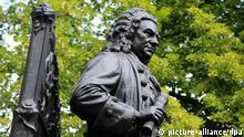 Blick auf das vom Bildhauer Carl Seffner entworfene und 1908 vor der Thomaskirche in Leipzig aufgestellte Denkmal des deutschen Komponisten Johann Sebastian Bach, aufgenommen am 14.06.2010. Foto: Waltraud Grubitzsch