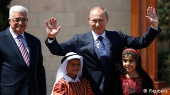 Palestinian President Mahmoud Abbas (L) and his Russian counterpart Vladimir Putin stand with children during a welcoming ceremony for Putin in the West Bank town of Bethlehem June 26, 2012. REUTERS/Mohamad Torokman (WEST BANK - Tags: POLITICS TPX IMAGES OF THE DAY)