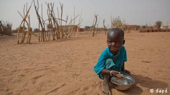 An African child in the desert. (Photo:Rebecca Blackwell/AP/dapd)