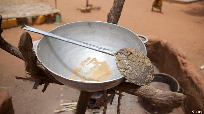 ADVANCE FOR USE SUNDAY, MAY 27, 2012 AND THEREAFTER - In this Tuesday, May 1, 2012 photo, a family's small portion of remaining couscous is positioned out of reach of the family's goats, in the village of Goudoude Diobe, in the Matam region of northeastern Senegal. Since late 2011, aid groups have been sounding the alarm, warning that devastating drought has again weakened communities where children already live perilously close to the edge of malnutrition. The situation is most severe in Niger, Chad and in Mali, but this time it has also pervaded northern Senegal, the most prosperous and stable country in the Sahel. (Foto:Rebecca Blackwell/AP/dapd)