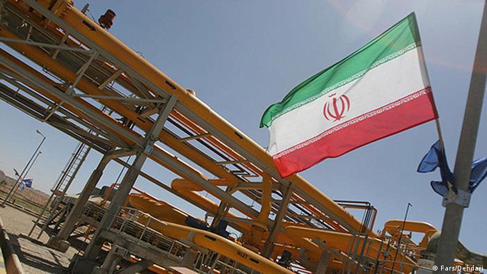 Иранский флаг на фоне нефтепровода