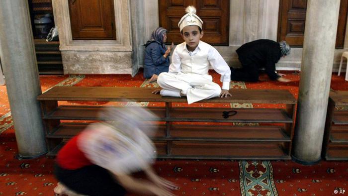 Ceremonia tăierii împrejur la o moschee din Istanbul