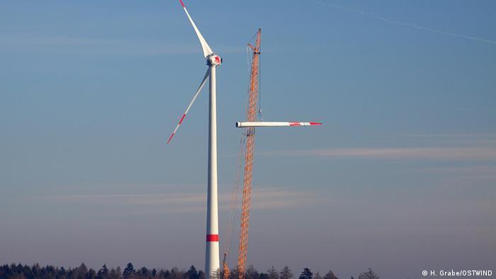 ***Achtung: Nur zur mit den Rechteinhabern abgesprochenen Berichterstattung verwenden!*** Windanlage Brenntenberg in Deutschland *** eingestellt im Juni 2012