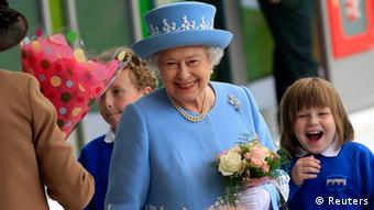 Britain's Queen Elizabeth smiles as she leaves the South West Acute Hospital in Enniskillen on the first day of a two day tour of Northern Ireland, June 26, 2012. REUTERS/Cathal McNaughton (NORTHERN IRELAND - Tags: ROYALS ENTERTAINMENT HEALTH)